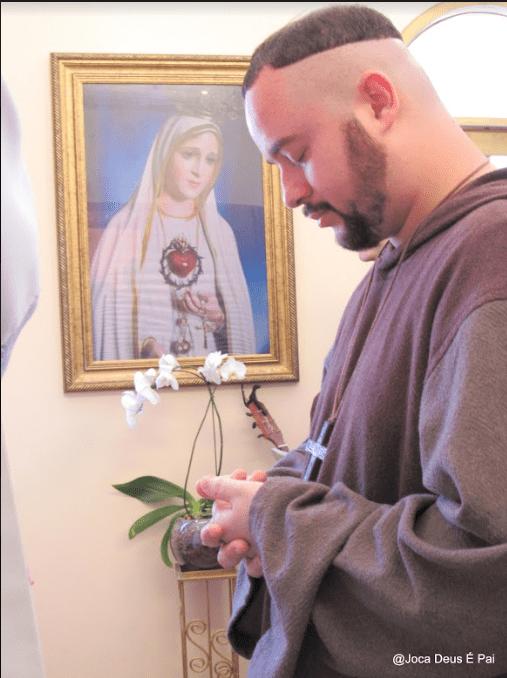 Mãe, capela do Santíssimo, expõe para nós o Teu Filho
